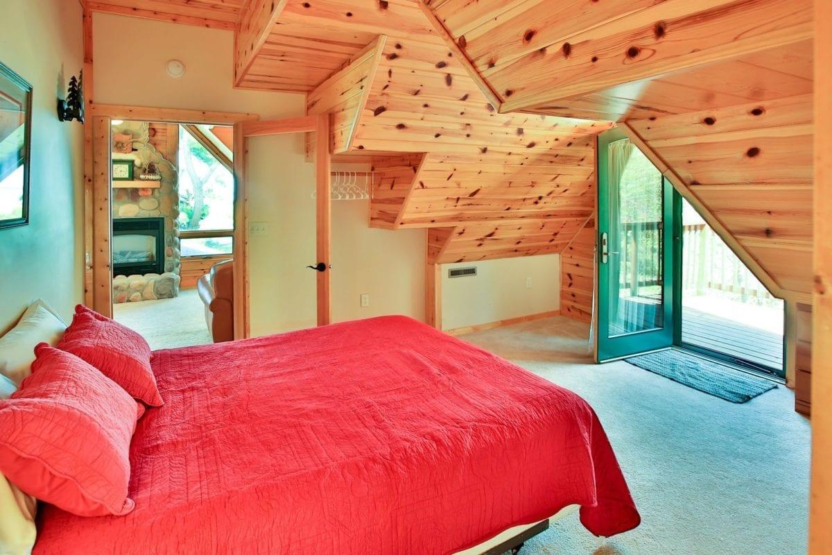 Yellowstone Loft bedroom.