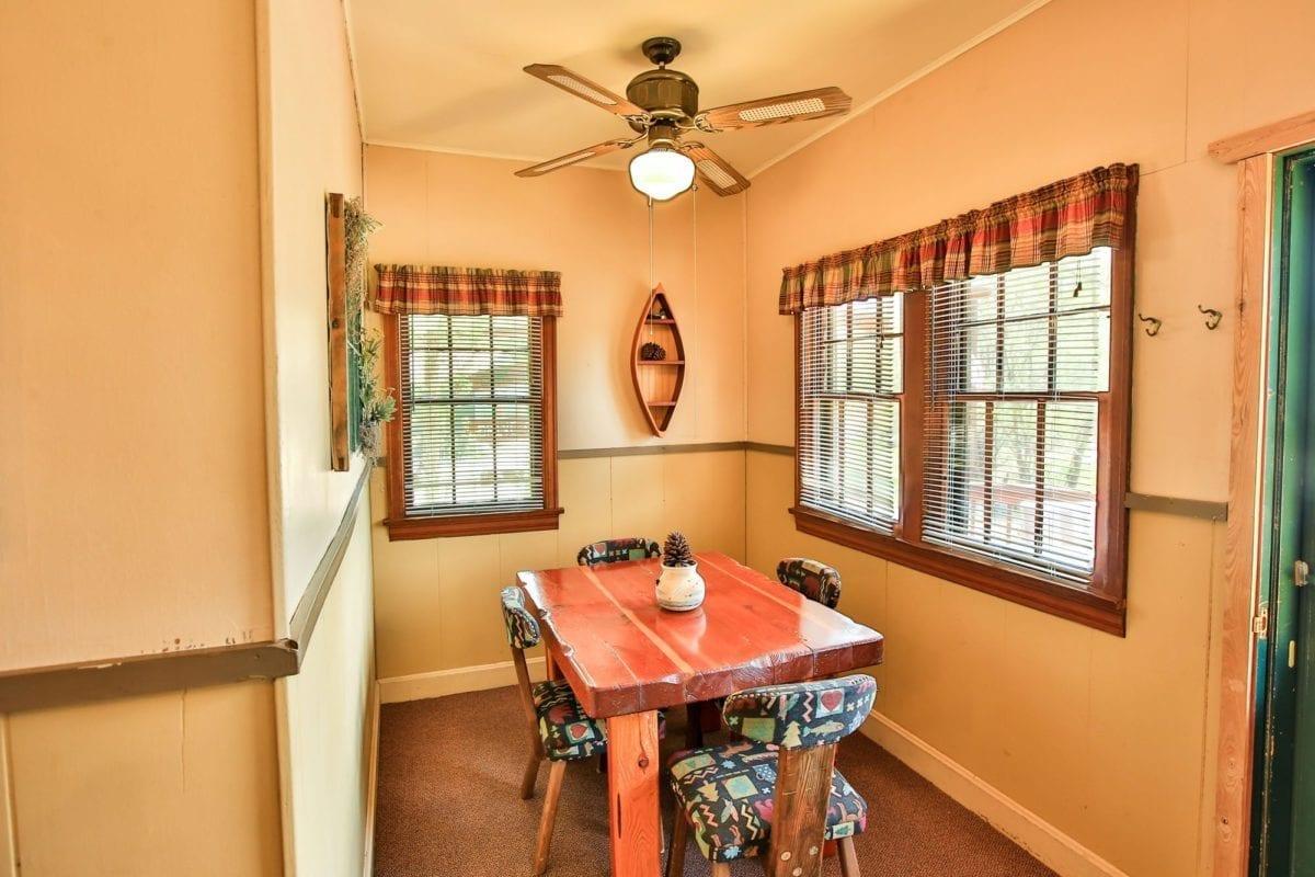 Bass cabin dining room.