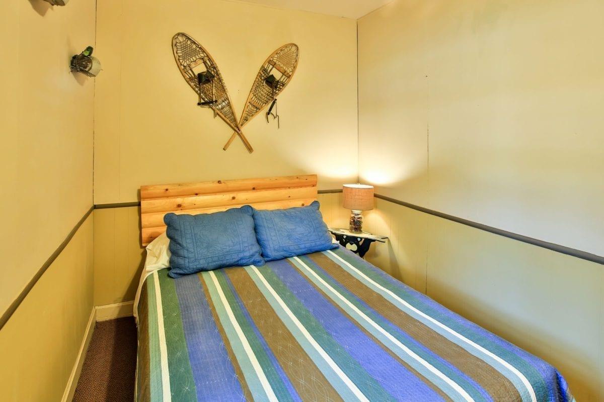 Bass cabin bedroom.
